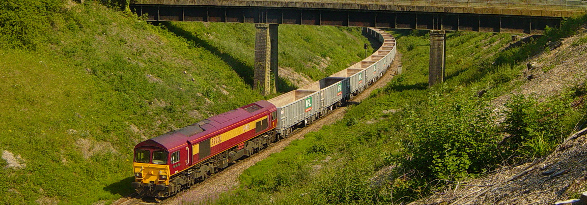 Empty-quarry-train-passing-Studley-cutting-home